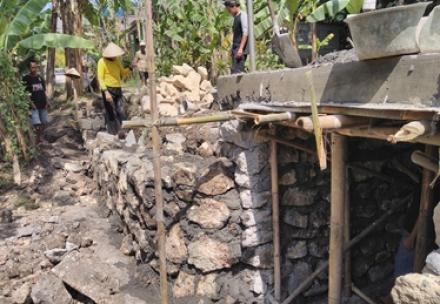 Pembangunan Saluran Drainase Donotirto RT 03