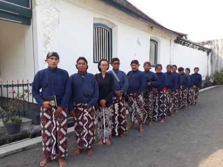 13 Pamong Desa Bangunjiwo mengikuti permaten minggah kalenggahan abdi dalem rehkaprajan