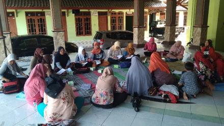 Pertemuan SPPR ( Serikat Perempuan Pekerja Rumahan) Kasih Bunda