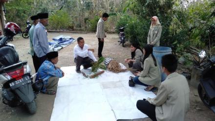 Mahasiswa KKN UGM bekerjasama dengan BPP Kismo Raharjo latih Petani Sribitan olah jerami