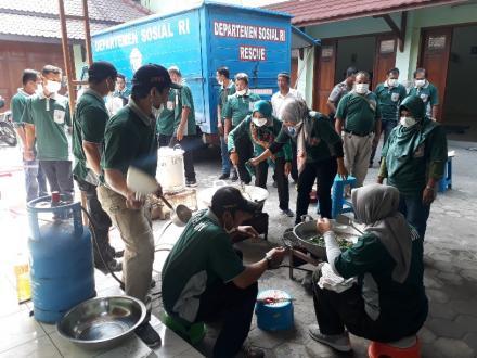 Siap Tanggulangi Bencana, FPRB Bangnjwo bersama masyarakat ikuti Pelatihan Dapur Umum
