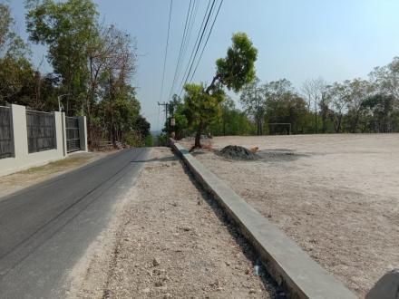 Pembangunan Talud Lapangan Bathok