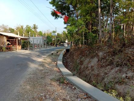 Pembangunan Talud Jalan Bangen RT 01