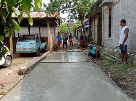 Pembangunan Cor Blok Jalan Kajen RT 04