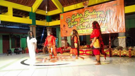 Lakon Gedruwo Wuyung dipentaskan Kethoprak Putri Pedukuhan Kalangan pada Gelar Budaya Bangunjiwo