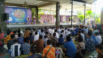 30 anak yatim piatu Desa Bangunjiwo memperoleh santunan dari SMA Kesatuan Bangsa