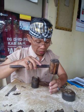 Naryo Wayang,potret pengrajin wayang yang masih eksis sampai saat ini