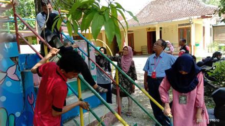 Monitoring kegiatan KKN UST di SPS Dahlia Lemahdadi