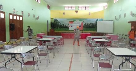Sterilisasi area kampanye Pemilihan Lurah Bangunjiwo oleh Satgas Covid19 Bangunjiwo