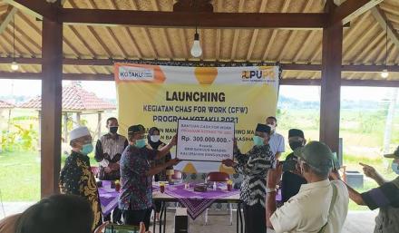 Launching padat karya tunai (Cash for work) program Kotaku 2021