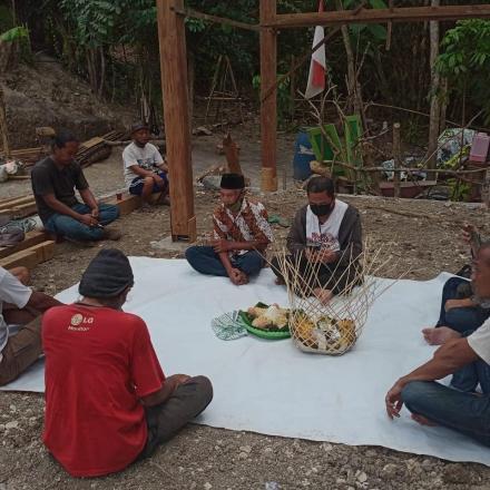 Adat Tradisi Munggah Molo