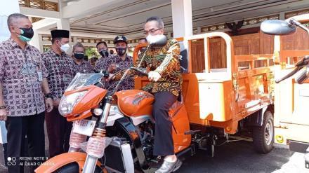 Pemerintah Kalurahan Bangunjiwo mendapatkan bantuan1 unit kendaraan roda tiga